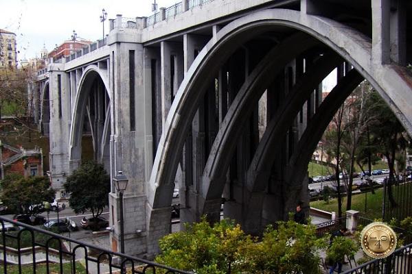 Мост Самоубийц в Мадриде