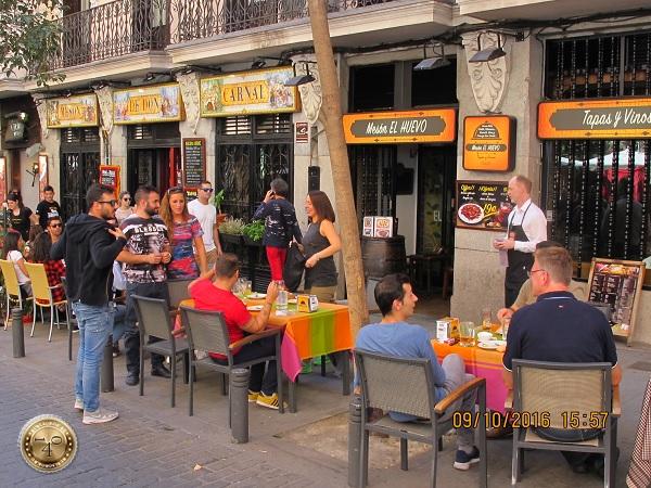 уличное кафе в Мадриде