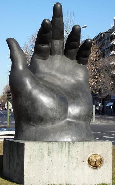 """Скульптура """"Рука"""""""