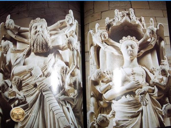 Скульптуры Инес и Педру на саркофагах
