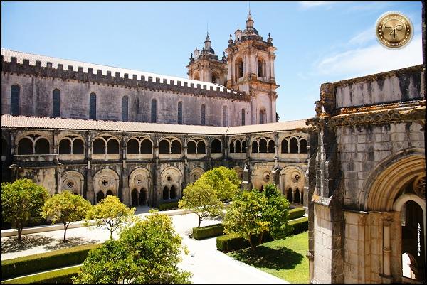 Внутренний дворик монастыря Санта Мария в Алкобасе