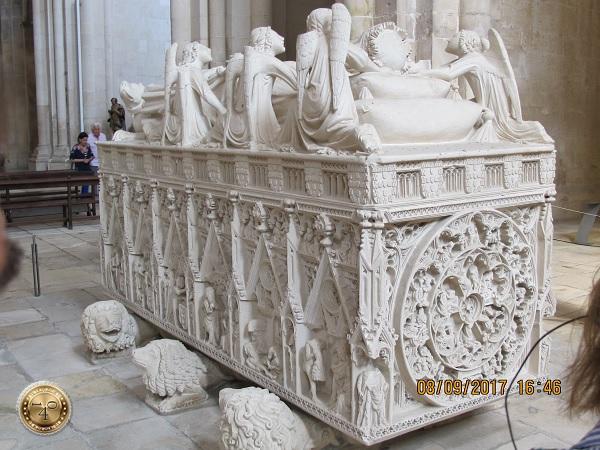 Резьба по мрамору на саркофаге Педру I