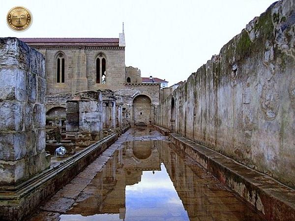 Руины монастыря Санта-Клара в Коимбре