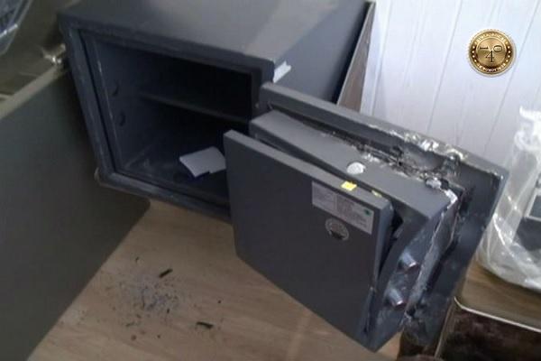 взломанный сейф