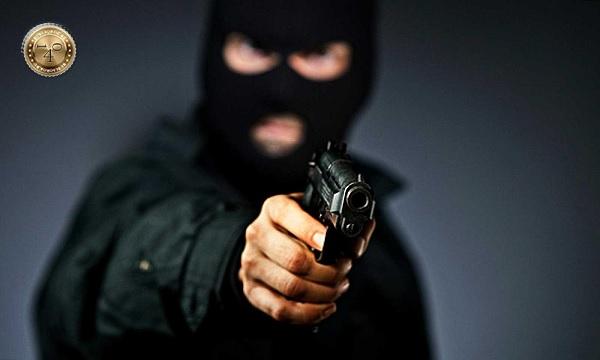 грабитель с пистолетом
