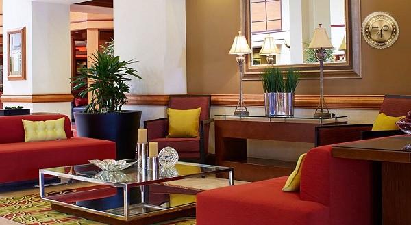 холл гостиницы Мариотт