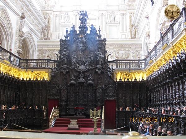 внутри Кафедрального собора в Меските