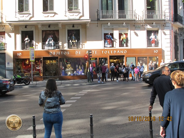 сувенирный магазин с куклами