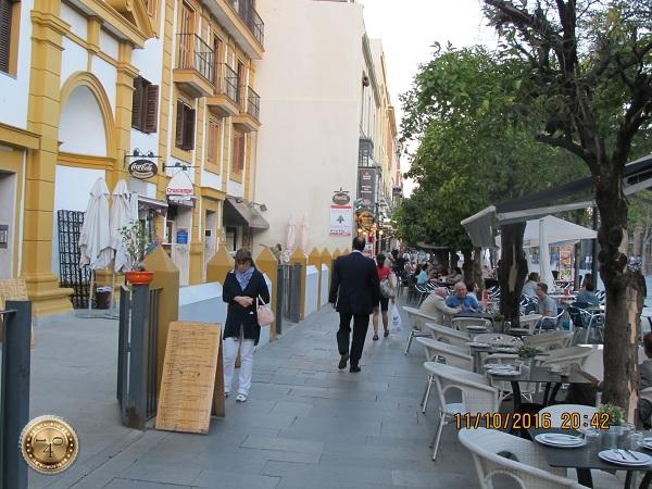 уличное кафе в Севилье
