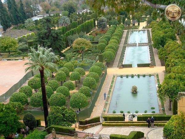 парк и пруды в Алькасаре