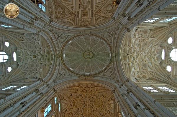 потолок собора в Меските