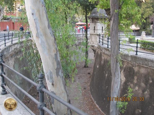 крепостной ров в Севилье