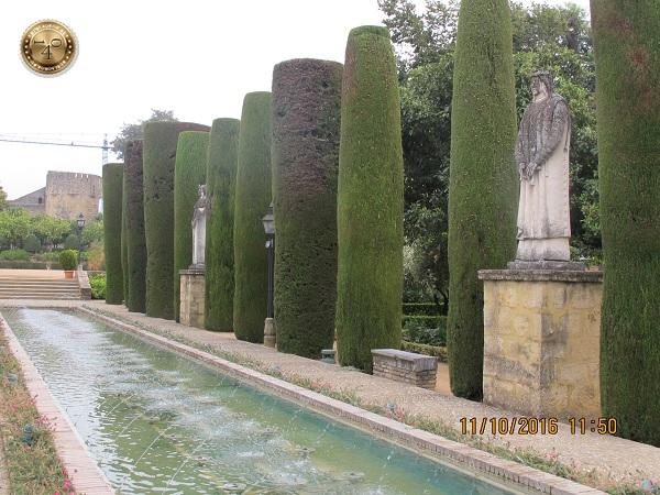 статуи королей