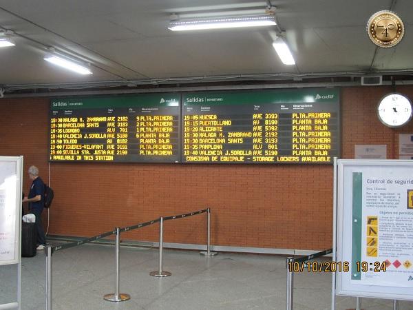 табло на вокзале Аточе