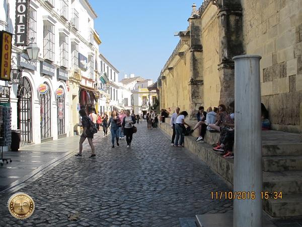 улочка рядом Мескитой