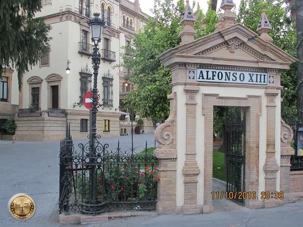 вход в гостиницу Альфонсо XII в Севилье