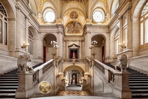 парадная лестница в Королевском дворце