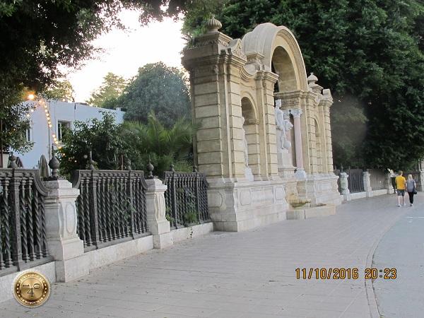 ворота со львом в Севилье