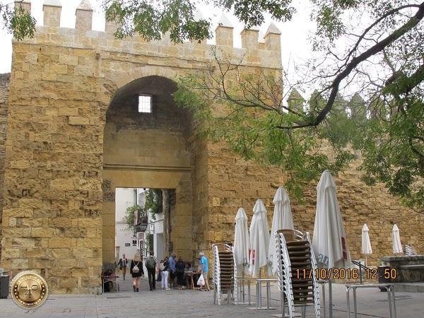 ворота входа в еврейский квартал