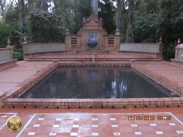 бассейн в парк Марии Луизы