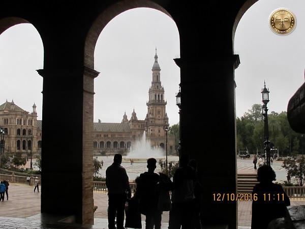 фонтан на площади Испании в Севилье