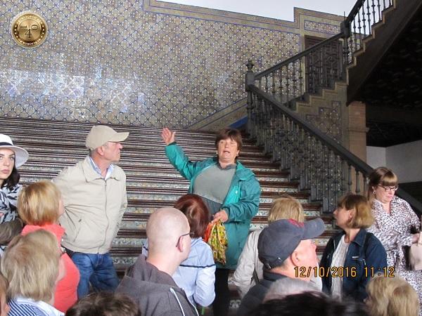 внутри павильона Испании в Севилье