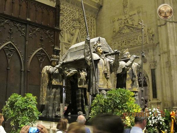 надгробие Колумба в Кафедральном соборе в Севилье