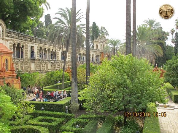 парк в Алькасаре в Севилье