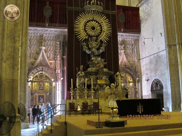 подиум в Кафедральном соборе в Севилье