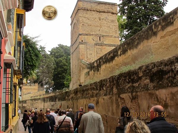 крепостная стена в Севилье