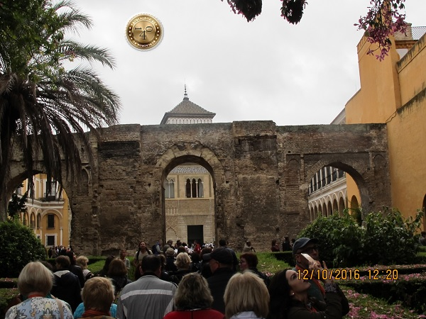 вход в Алькасар в Севилье