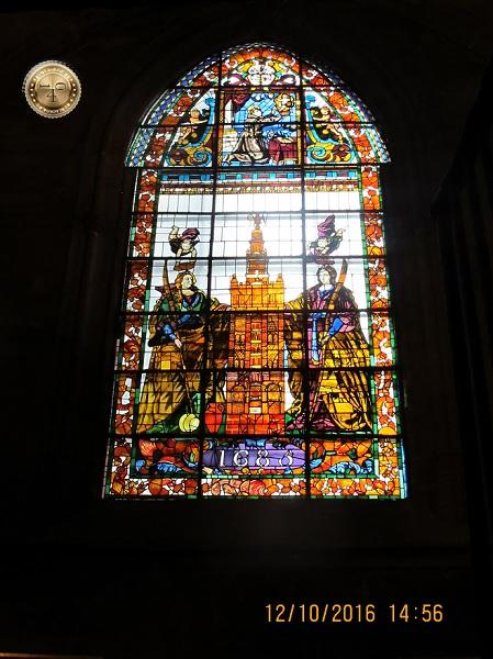 витраж в Кафедральном соборе в Севилье