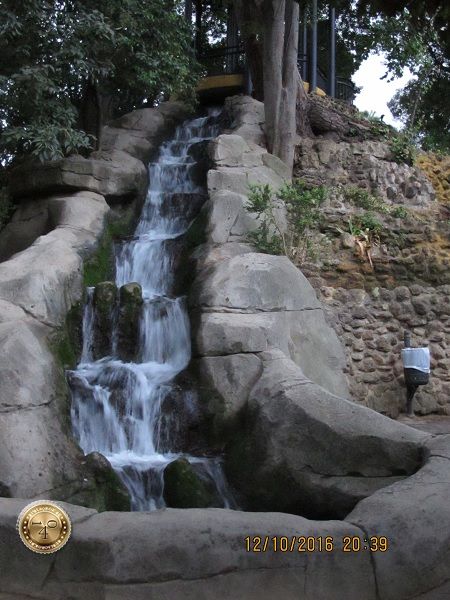 водопад в парке Марии Луизы