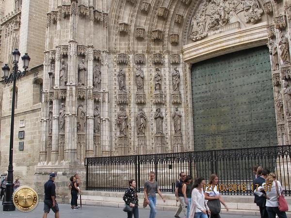 ворота Кафедрального собора в Севилье
