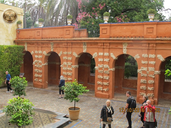 зеленый дворик в Алькасаре