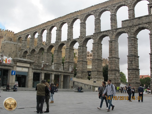 Древнеримский акведук в Сеговии