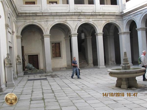 """Внутренний дворик замка """"Алькасар"""""""