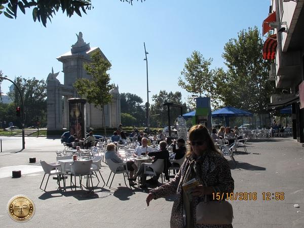 Кафе на открытом воздухе в Мадриде