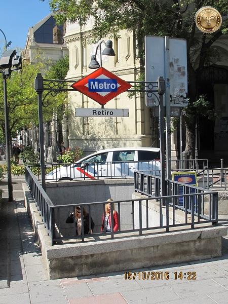 Вход в метро Retiro