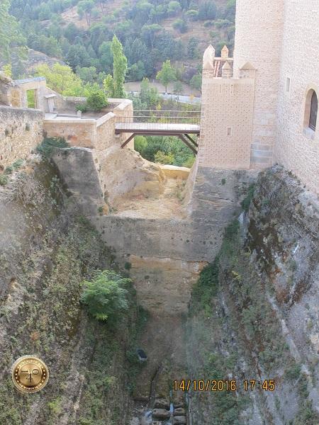 Ров вокруг замка