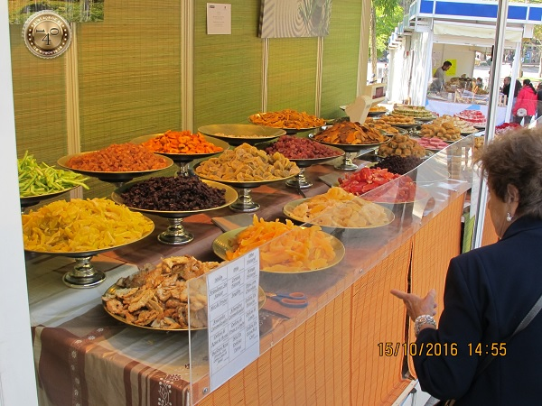 Сухофрукты на рынке в Мадриде