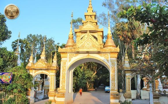 Въезд в буддийский храм